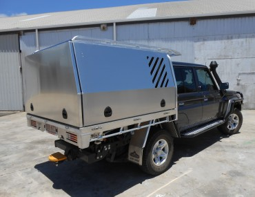 3 Door Canopy with vents and Roof rack-2000x1499.jpg