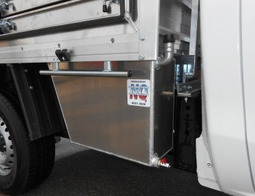 Under tray water tank to match toolbox-2000x1499.jpg