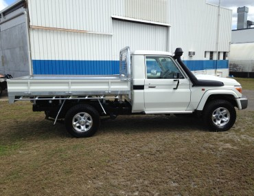 Landcruiser Gal with painted sides White (1)-2000x1499.jpg