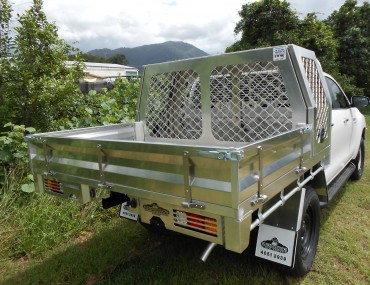 TOYOTA HILUX DUAL CAB ALUMINIUM TRAY WITH DOG BOX (4).JPG