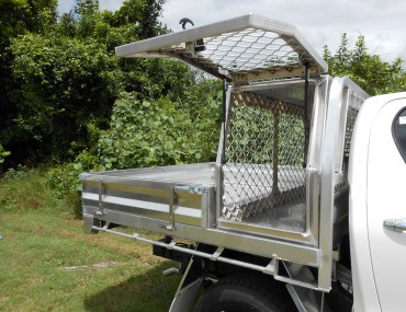 TOYOTA HILUX DUAL CAB ALUMINIUM TRAY WITH DOG BOX (7).JPG
