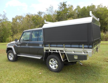TOYOTA LAND CRUISER DUAL CAB ALUMINIUM TRAY WITH CANVAS SIDE CANOPY (1).JPG